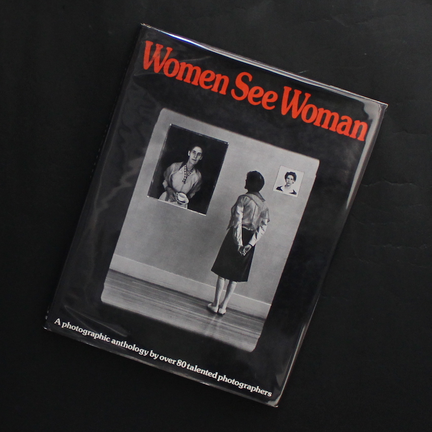 - / Women See Woman   -A Photographic Anthology by over 80 Talented Photographers(Hardcover)